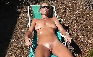 lady sunbathing with her naked pussy craving for flannel