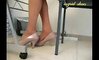 Cams4free.net - Miss Lonelyhearts Shoeplay Under Desk