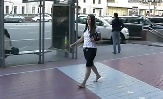 Cams4free.net - Barefoot through the dirty city
