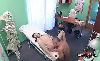 Dude playing doctor fuck brunette