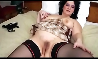 I caught mature mom masturbate
