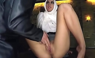 Virgin Arabic babe sex for a hotel room